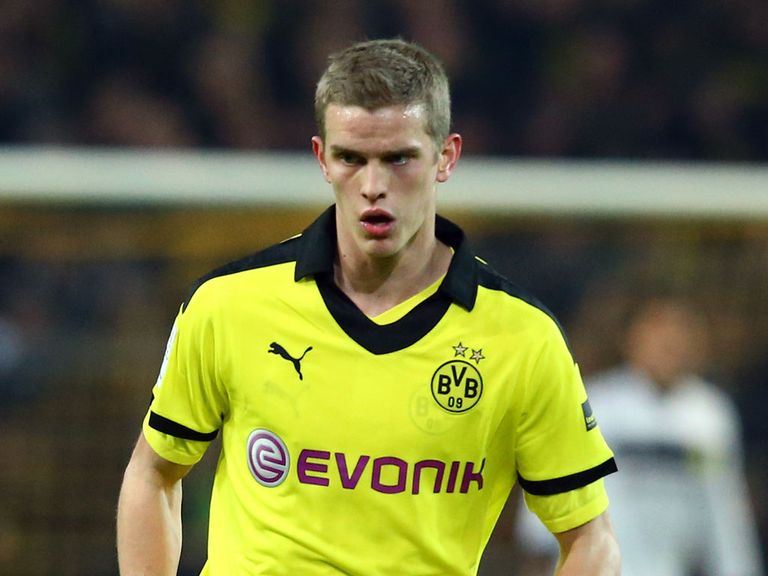 Sven Bender: Signs a new deal