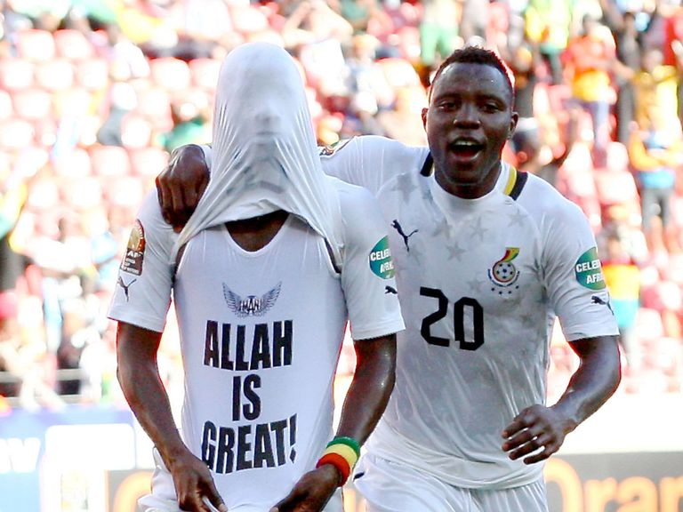 Mubarak Wakaso celebrates with Kwadwo Asamoah