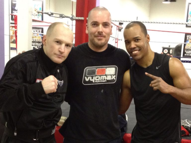 Argenis Mendez (R) with training partner Matthew Hatton and trainer Lee Beard