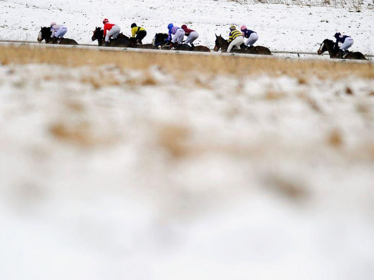 Lingfield: Snowy scene