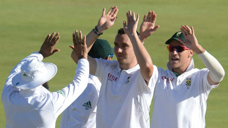 Kyle Abbott (centre): Hampshire's overseas played for 2014