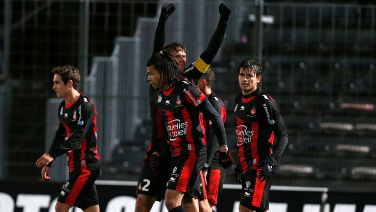Renato Civelli celebrates his goal for Nice