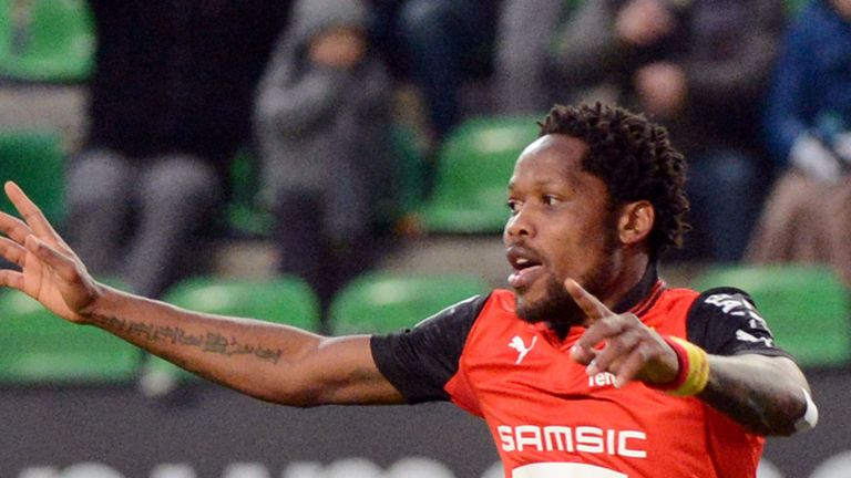 Jean Makoun: Midfielder to join Rennes on a permanent basis