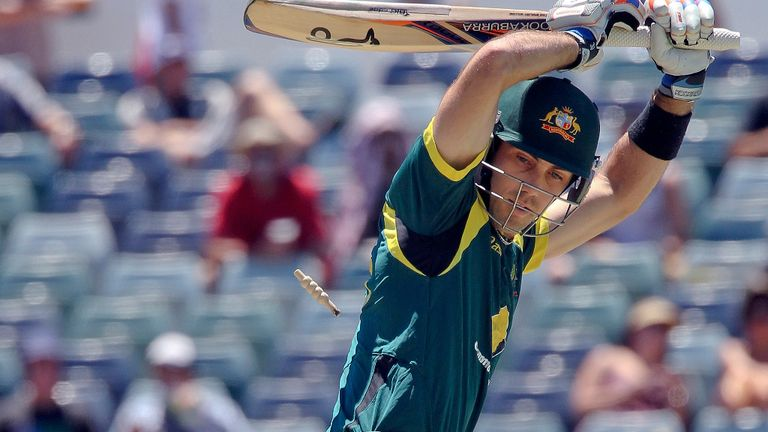 Glenn Maxwell: Surrey sign Australian all rounder for this season's Friends Life T20