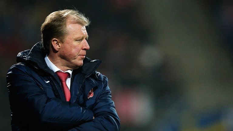 FC Twente manager Steve McClaren on the sidelines during the Eredivisie match against AZ Alkmaar