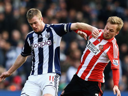 Chris Brunt holds off Sunderland&#39;s Seb Larsson