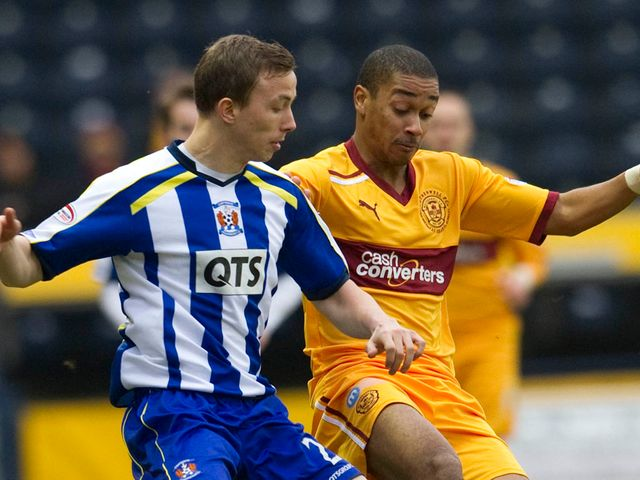 Jeroen Tesselaar and Chris Humphrey battle for the ball