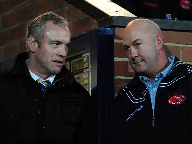 Brian McDermott and Phil Veivers have a chat.