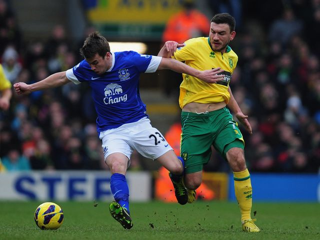 Seamus Coleman holds off Robert Snodgrass