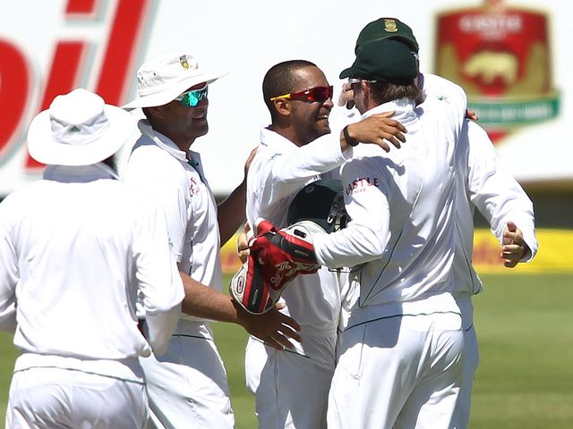 South Africa celebrate against Pakistan on day four