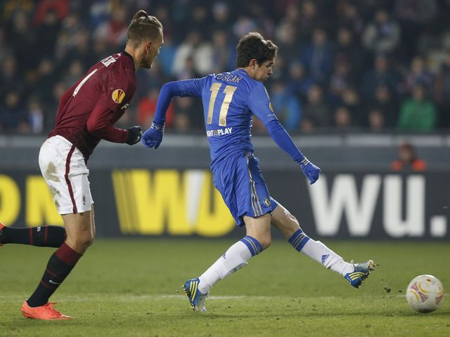 Oscar scores the winning goal for Chelsea in Prague