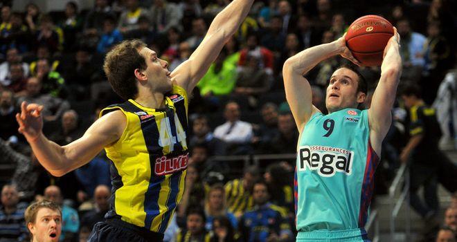 Bojan Bogdanovic (L) of Fenerbahce guards Barcelona's Marcelinho Huertas