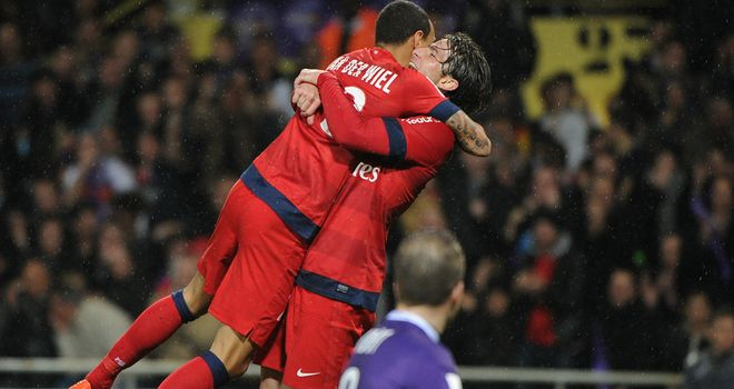 Gregory Van Der Wiel: Congratulated by Maxwell