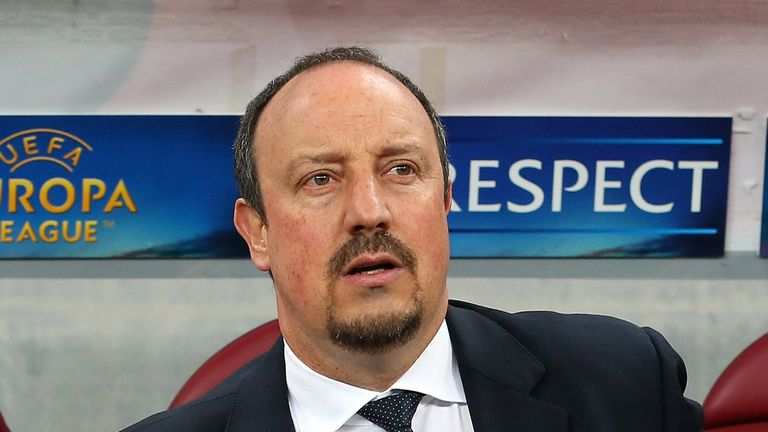 Rafa Benitez: Wants his Chelsea side to play as a unit against Manchester United