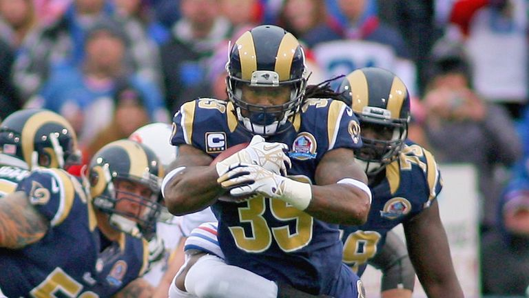 Running back Steven Jackson has agreed a three-year contract with the Atlanta Falcons