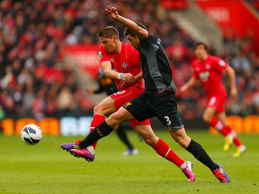 Gaston Ramirez and Jose Enrique battle for possession