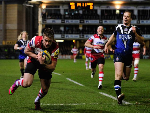 Henry Trinder crosses for a try