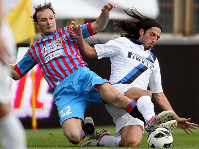Giovanni Marchese and Ezequiel Schelotto tangle