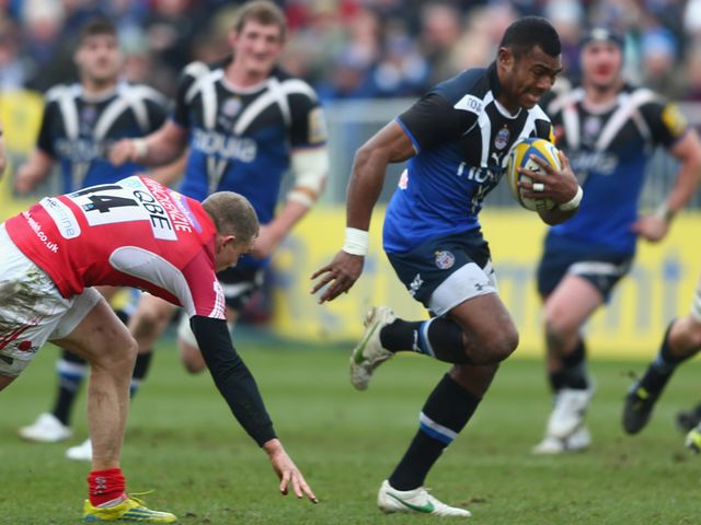 Semesa Rokoduguni bursts clear for a Bath try