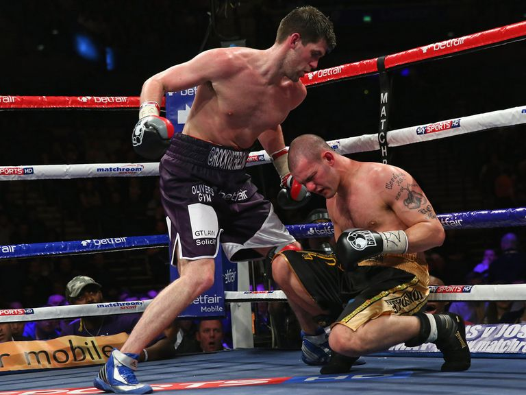 Rocky Fielding sends Reed to the canvas
