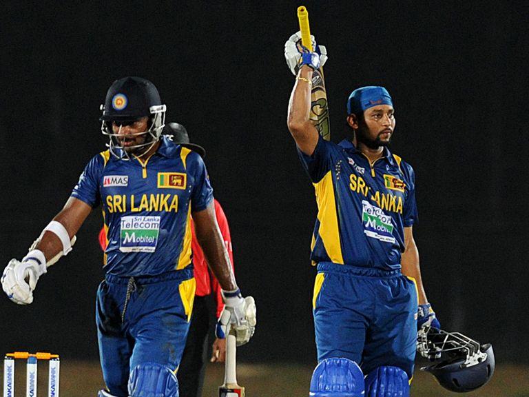 Tillakaratne Dilshan celebrates his century