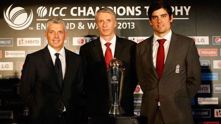Steve Elworthy (centre) with ICC chief executive officer Dave Richardson (left) and England captain Alastair Cook