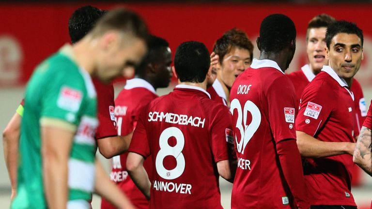 Hannover celebrate at Greuther Furth