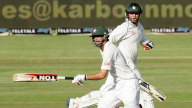 Graeme Cremer (front) and Brendan Taylor: Zimbabwe's seventh-wicket pair put on 79