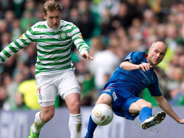 David Raven battles with Celtic's Kris Commons