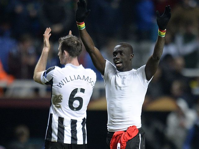 Williamson and Cisse applaud the home fans at full time