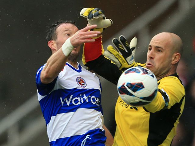 Noel Hunt and Pepe Reina go for a high ball