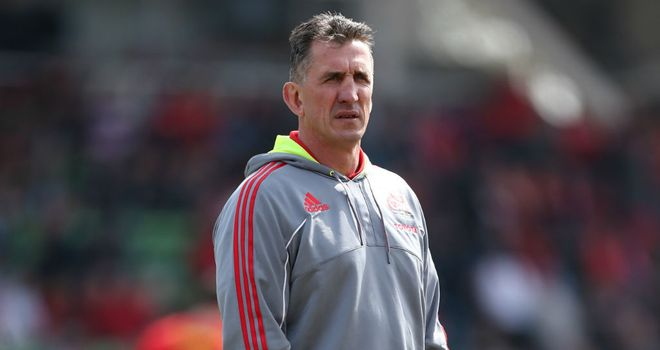 "Munster coach Rob Penney insists his side will ""give it a good crack"" on Saturday"