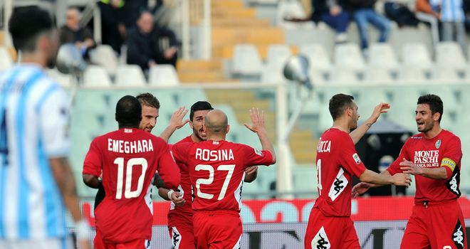 Siena celebrate their second goal at Pescara