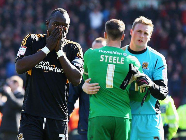 Hull's Abdoulaye Faye shows his frustration at full-time