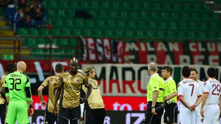 Mario Balotelli: Milan striker and Roma players wait while game is suspended