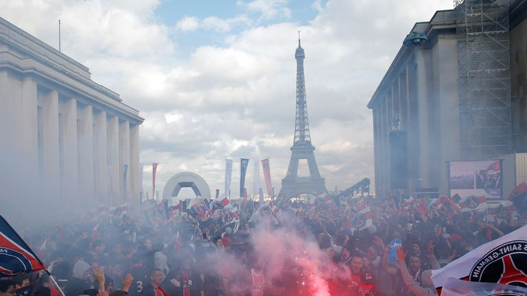 PSG fans: Light flares in Paris during Ligue 1 trophy presentation