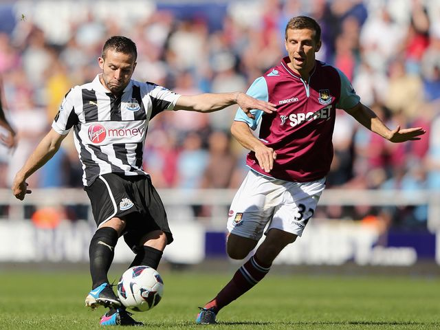 Yohan Cabaye battles with Gary O'Neil