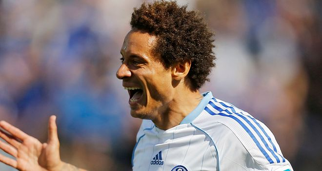 Jermaine Jones celebrates as Schalke clinch a CL spot