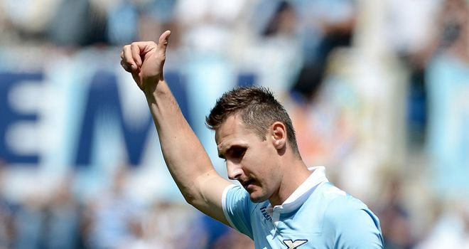Miroslav Klose celebrates against Sampdoria