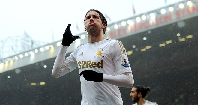 Manchester-united-v-swansea-miguel-michu-pa_2943501