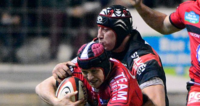 Matt Giteau makes some hard yards for Toulon