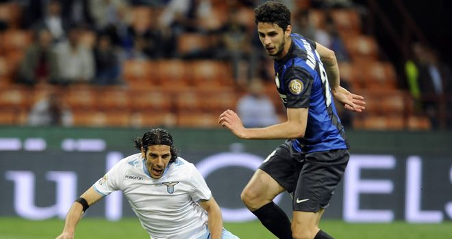 Andrea Ranocchia and Sergio Floccari compete for the ball
