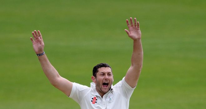 Tim Bresnan: Tied to Yorkshire until 2016