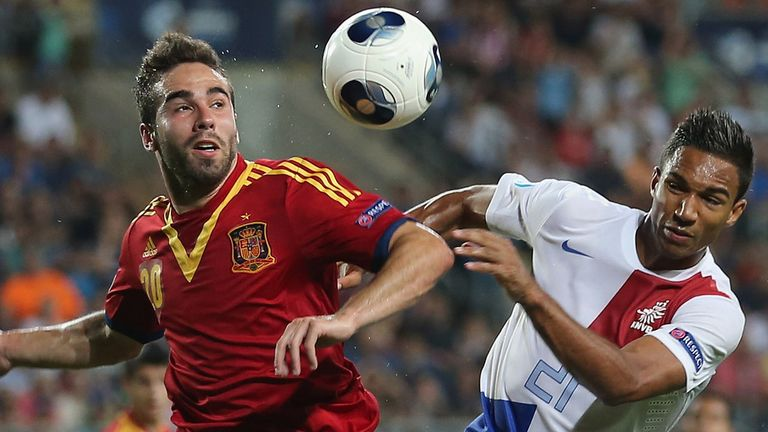 Danny Hoesen (r): Battles Spain's Daniel Carvajal for possession