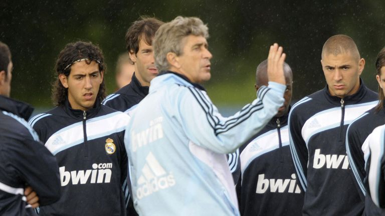 Manuel Pellegrini speaks to Real Madrid players including Ruud van Nistelrooy