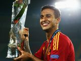 Thiago Alcantara: Spain skipper strongly linked with Manchester United