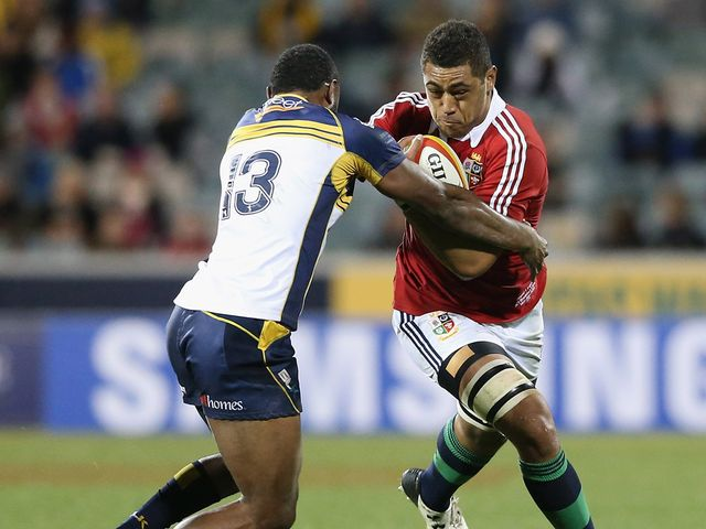 Toby Faletua attempts to get beyond Tevita Kuridrani