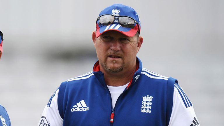 David Saker: Two more years with England for bowling coach