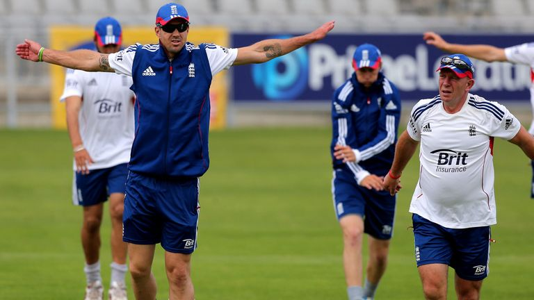 Kevin Pietersen (second left) trains with his England team-mates
