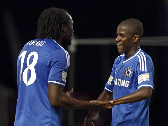 Romelu Lukaku and Ramires celebrate.